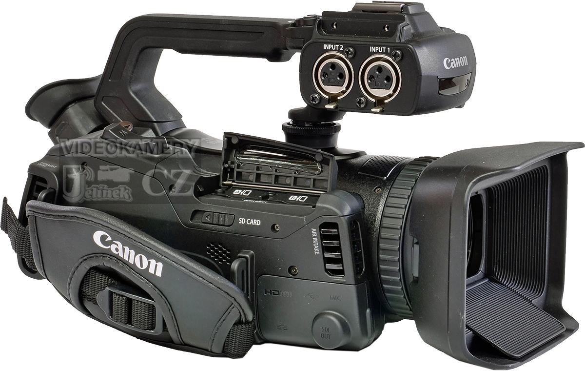 Videokamera Canon XF400 v zadní perspektivě s XLR