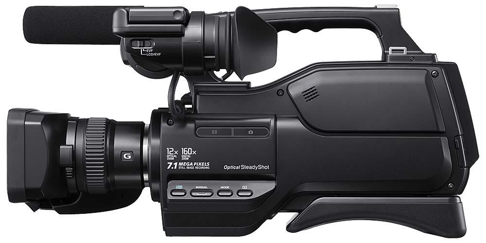 Videokamera Sony HXR-MC2000: detail levého boku...